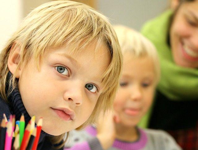 Quels sont les moyens mis en œuvre pour aider les enfants hyperactifs?